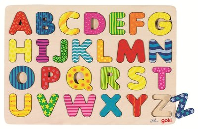 De houten alfabet puzzel 'Carnaval' van het merk Goki